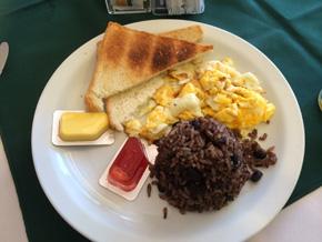コスタリカの朝食(ガジョ・ピント)